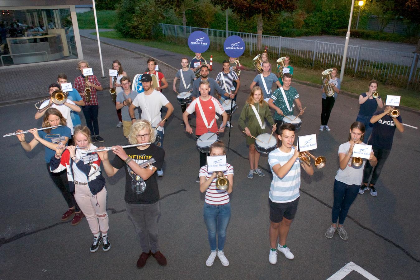 De Arnhem Band moet na 45 jaar op zoek naar nieuwe ruimte ivm verkoop van Walburgiskerk.