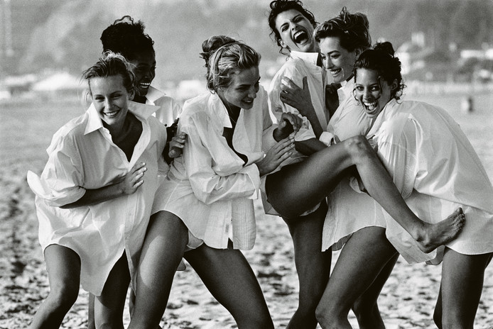 Estelle Lefebure, Karen Alexander, Rachel Williams, Linda Evangelista, Tatjana Patitz en Christy Turlington, Malibu, 1988.