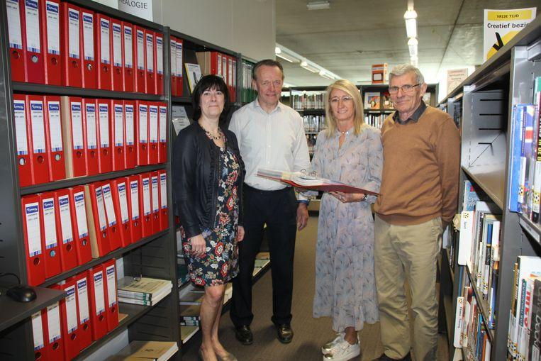 Archivaris van de bib Linda Peeters, Alfons Vekemans, Inge De Bie en Flor Van Vlasselaer