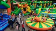 Gemeentehal wordt even speelparadijs: kinderen gaan uit de bol op 35 springkastelen