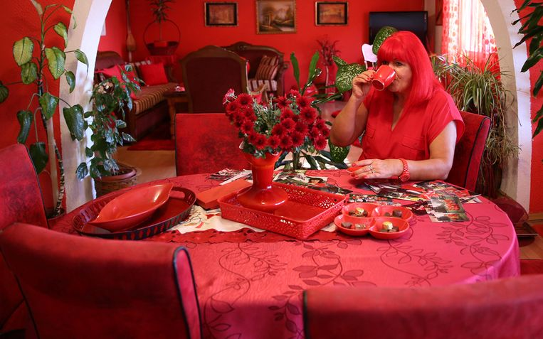 Bijna alle decoratie in het huis van Zorica is rood.