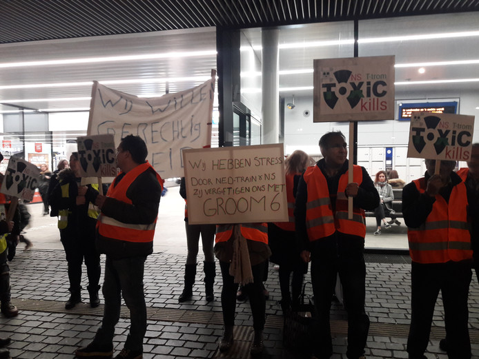 Stil protest bij het NS-station in Tilburg.