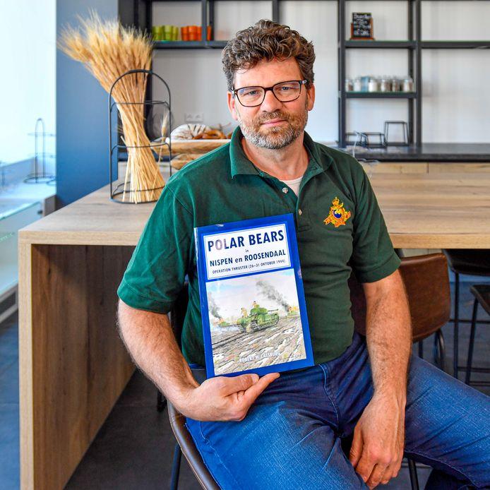 21-04-2020 - Goes - Foto: Pix4Profs/Peter Braakmann - Historicus Robert Catsburg uit Welberg heeft een nieuw boek gemaakt over de bevrijding van Roosendaal en Nispen door de Polar Bears.