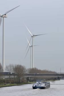 Vier enorme windmolens in Houten, maar bij de buren weten ze van niks