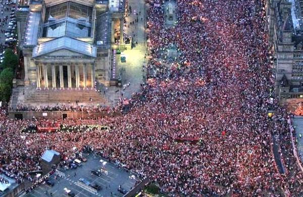 Dit is geen **extreemrechtse demonstratie**, maar de huldiging van FC Liverpool