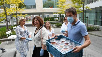 Bistro Dhôme schenkt 150 desserts aan personeel woonzorgcentrum Andante