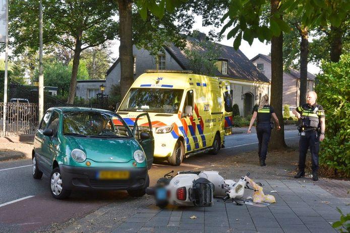 Ongeluk tussen scooter en auto in Oisterwijk.