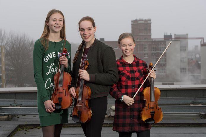 Van links naar rechts Sophie ter Harmsel, Dagmar Hobma en Miryanna Bonenberg, die auditie deden voor Fiddler on the roof.