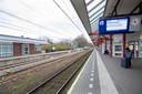 Nauwelijks reizigers op station Ede-Wageningen in Ede.