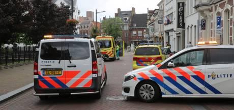 Fietsster rijdt tegen autodeur in centrum Roosendaal: gewond naar ziekenhuis