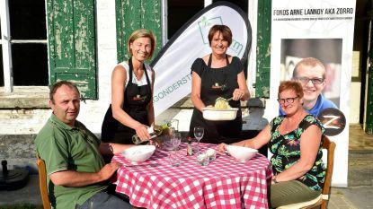 Schepen en burgemeestersvrouw koken voor goede doel in 't Capellehof