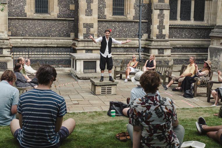 Acteur Luke Farrugia speelt een monoloog van Shakespeare. 'Het voelde als een bevrijding om hier weer te staan.' Beeld Carlotta Cardana