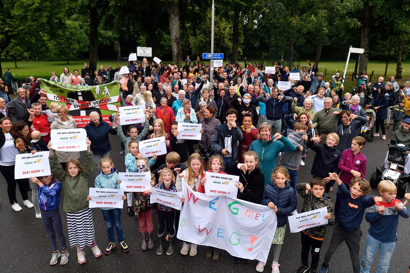 Bewoners van de Rivierenbuurt zijn boos over de plannen voor verkeersplein De Nieuwe Poort.