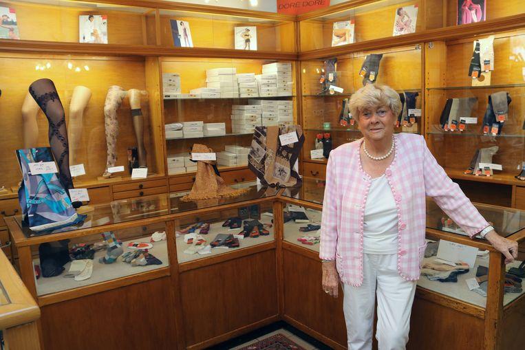 Lea Verhesen van Huis Plasman in haar authentieke kousenwinkel in Herentals