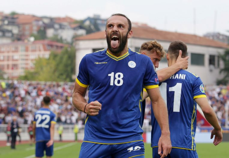 Vedat Muriqi viert zijn treffer tegen Tsjechië.