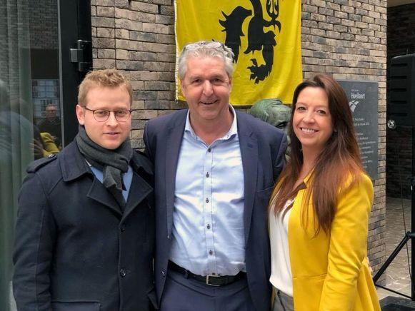N-VA Huldenberg. Jan Spooren omringd door Jeroen Van San en Nele De Martelaere