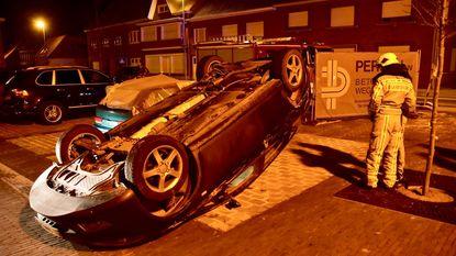 Bestuurder op de loop na bizar ongeval op Kerkplein