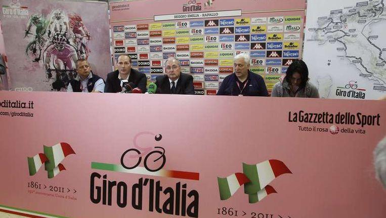 De organisatie van de Giro gaf vandaag na de etappe een persconferentie over de dood van Wouter Weylandt Beeld null
