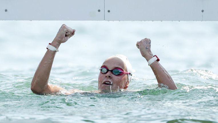 Van Rouwendaal viert haar medaillewinst. Beeld ap