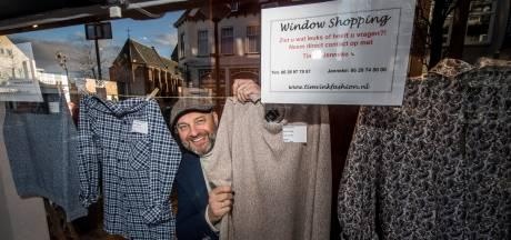 Zien, appen, kopen: met window shoppen maakt kledingverkoper Tim er tijdens de lockdown het beste van