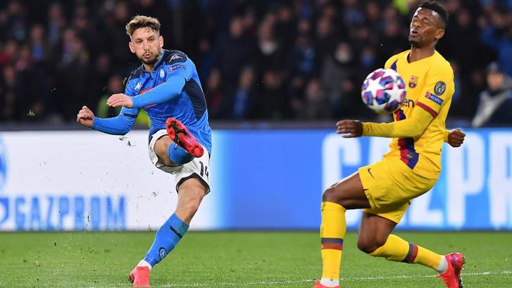 Heerlijke knal Mertens zet Napoli op voorsprong tegen Barca