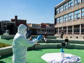 Poetspersoneel Stedelijk Onderwijs biedt zich vrijwillig aan om triageposten coronapatiënten te poetsen