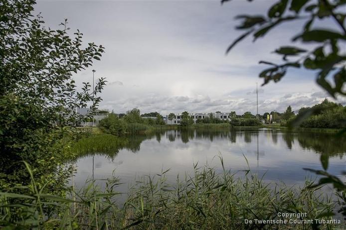 Bij de vijver aan de rand van het industrieterrein van Tubbergen wordt de bootcamp aangelegd.