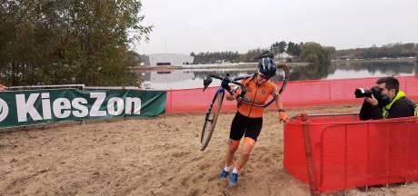 Shirin van Anrooij uit Kapelle berust na sterke start in vijfde plaats op EK veldrijden