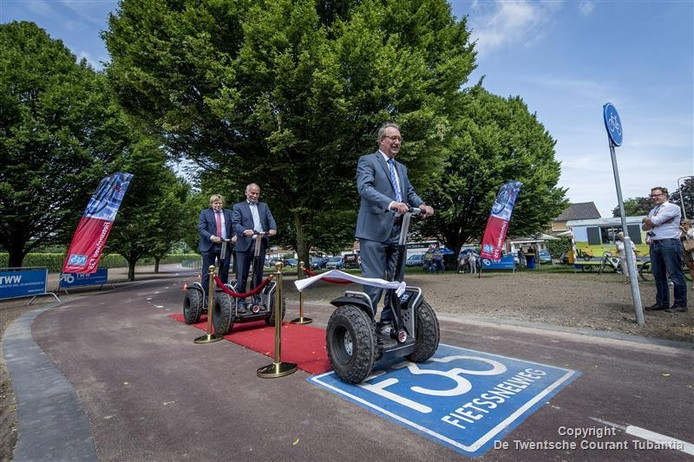 Het nieuwe fietspad werd woensdag officieel geopend.