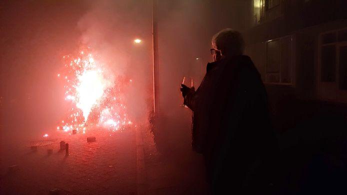 Het afsteken van vuurwerk in Zwolle.
