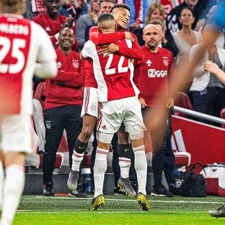 Ajax drukt neus tegen prijzenkast