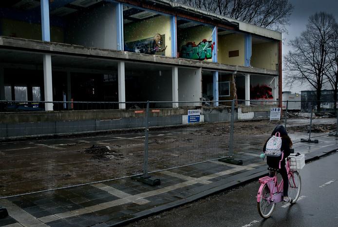 De school die op het terrein stond wordt gesloopt.