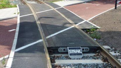 Spoorwegovergangen Gentse Steenweg en Oude Staatsbaan worden veiliger voor fietsers