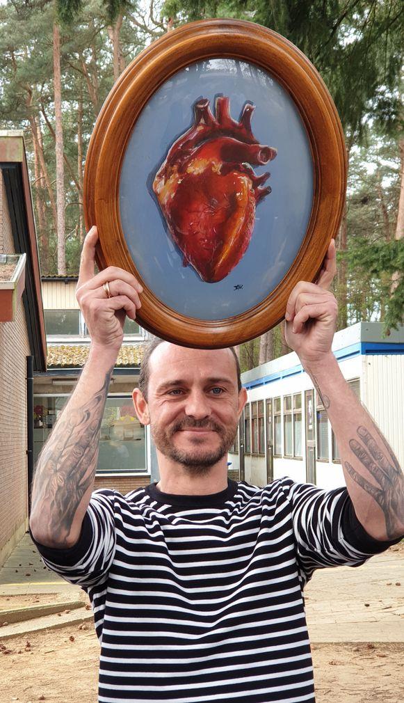 Tijs Vanneste, alias Van Echelpoel, met zijn geschilderd hart.
