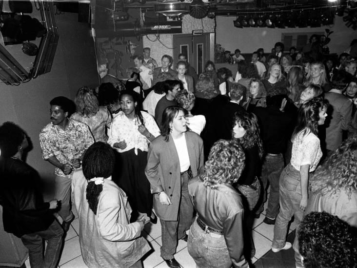 Bij disco's Corniche en Sandokan volgden jongens alle bewegingen, wachtend op die éne uitnodigende glimlach