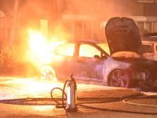 Twee auto's afgebrand op parkeerterrein in Boskoop