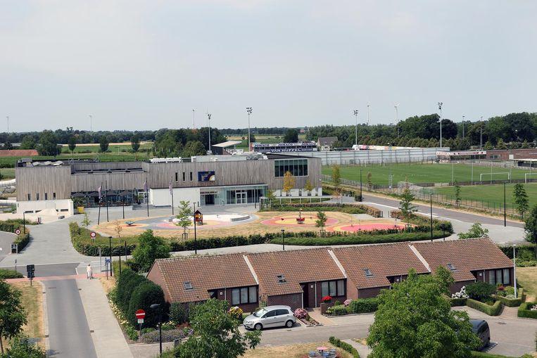 De sportsite zou aan het zwembad Sportoase en de voetbalterreinen van Hoogstraten VV komen.