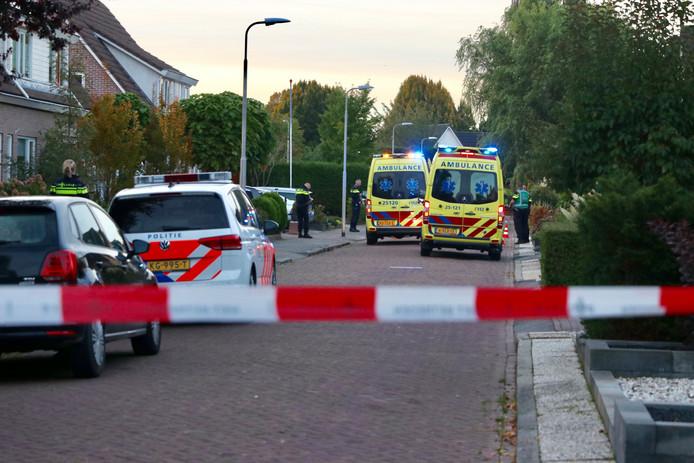 Politie Schiet Met Messen Zwaaiende Man Neer In Emmeloord