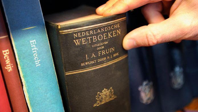 Nederlandse Wetboeken bij een notaris.
