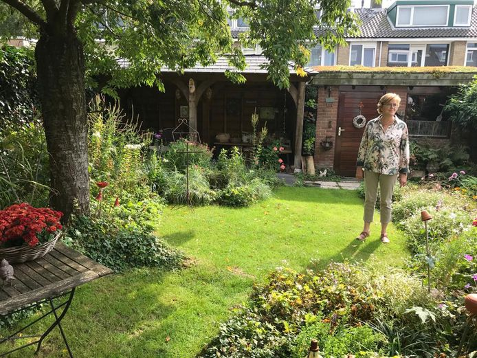 Nelly Slobbe in de groenste tuin van Zwijndrecht