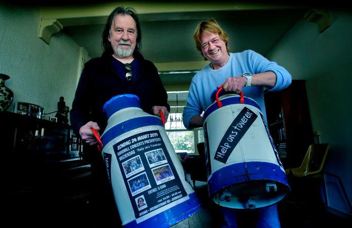 Guido Buindels (rechts) en Joop Vastenhoud (links) organiseren een benefietdag voor een Tovertafel.