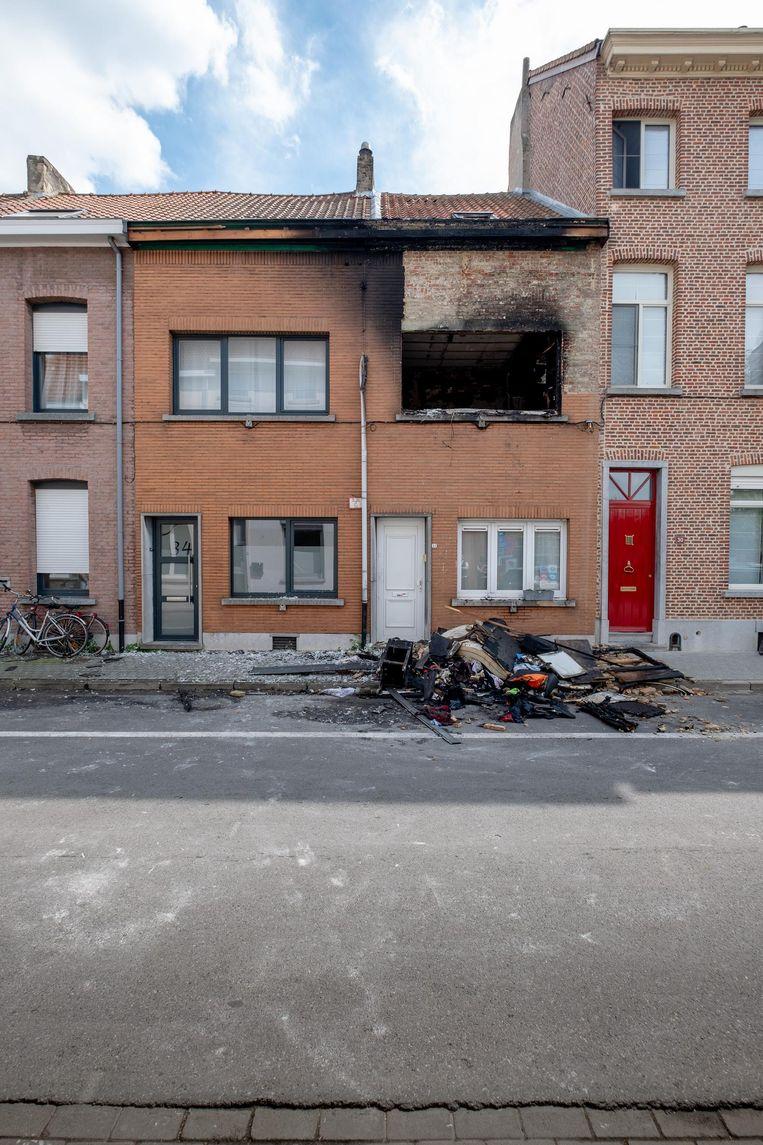 De woning in de Hamerstraat werd in april van dit jaar onbewoonbaar verklaard na de zware brand die veroorzaakt werd door de stelende kuisvrouw.