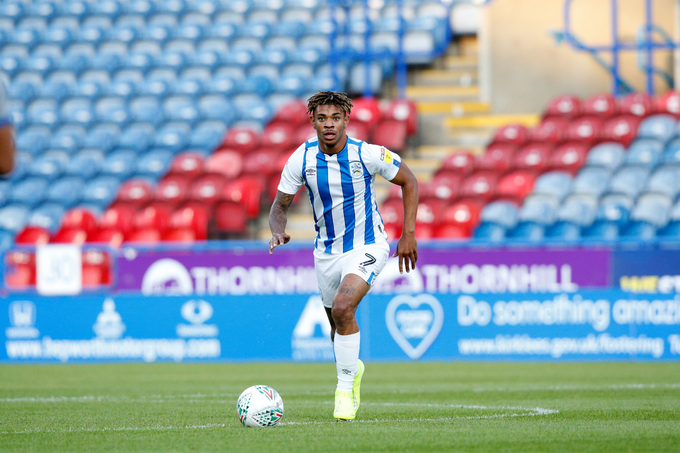 Juninho Bacuna in actie voor Huddersfield Town.