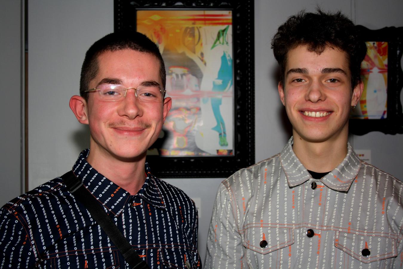 De broers Koen (18) en Stijn (20) van Eeckhoutte.