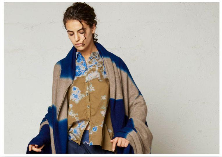 In plaats van katoen (zoals gebruikelijk voor veel kimono's) gebruikt Murase kasjmier, alpacawol en zijde.  Beeld