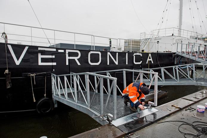 Het oude radioschip van Veronica ligt tegenwoordig in Amsterdam. Mogelijk verhuist het naar Alphen, net als popmuseum RockArt (nu gevestigd in Hoek van Holland).