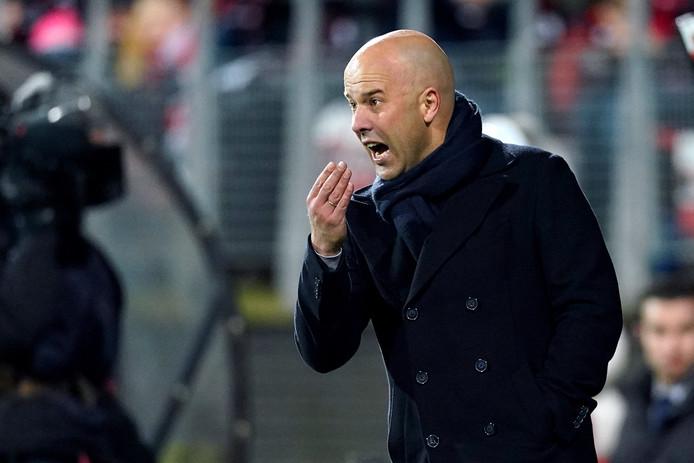 AZ-trainer Arne Slot tijdens het duel met Willem II.