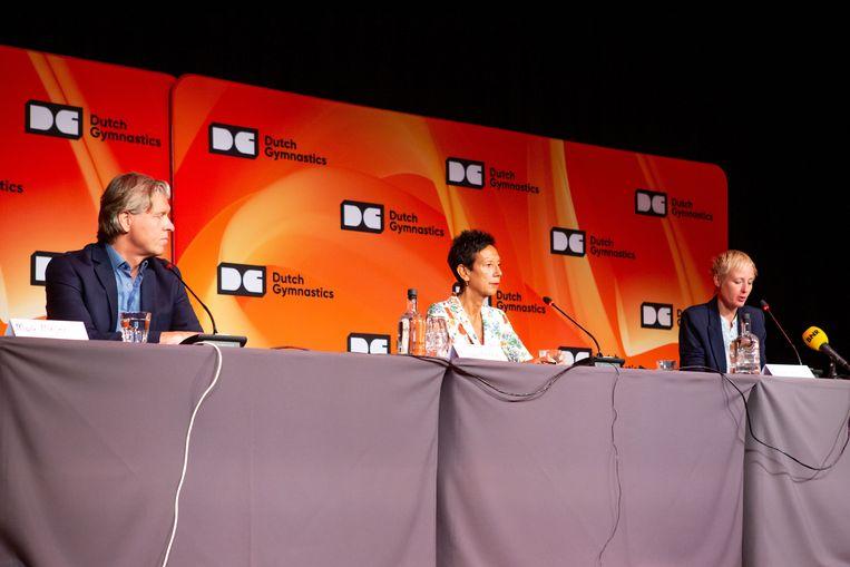 Technisch directeur Mark Meijer, voorzitter Monique Kempff en directeur Marieke van der Plas tijdens een persbijeenkomst van de KNGU. Beeld BSR Agency