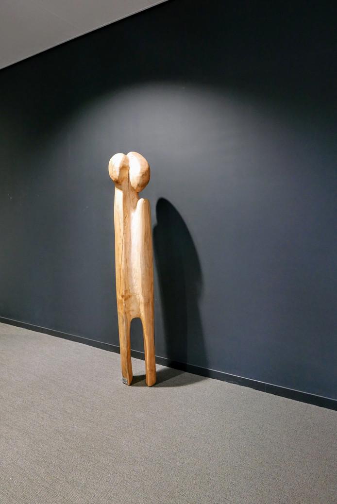 De gemeente Boxtel heeft veel kunstwerken van Henk Visch in haar bezit. Dit beeld staat al in het gemeentehuis. Het krijgt volgende week gezelschap van het beeld 'Aankomen' van dezelfde kunstenaar.