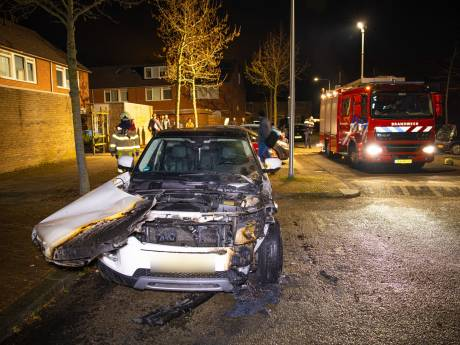 Onrustige nacht in Zwolle: drie auto's door brand verwoest